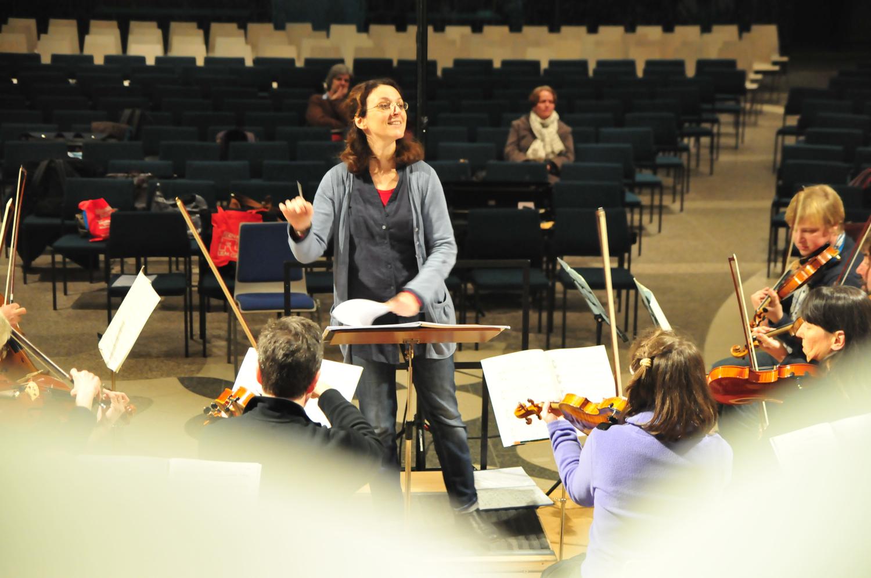 Paraskevi Kontogianni probt mit dem Chor Levantate Ulm